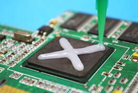 Thermally conductive adhesive from Panacol on electronic components for heat sinks | © Panacol